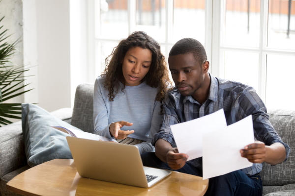 Couple having a contract discussion / istock - fizkes
